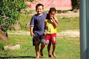 Bora Bora buddies